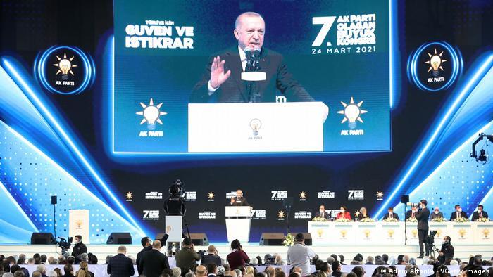 Ο Ερντογάν κάνει το παν για να γαντζωθεί στην εξουσία