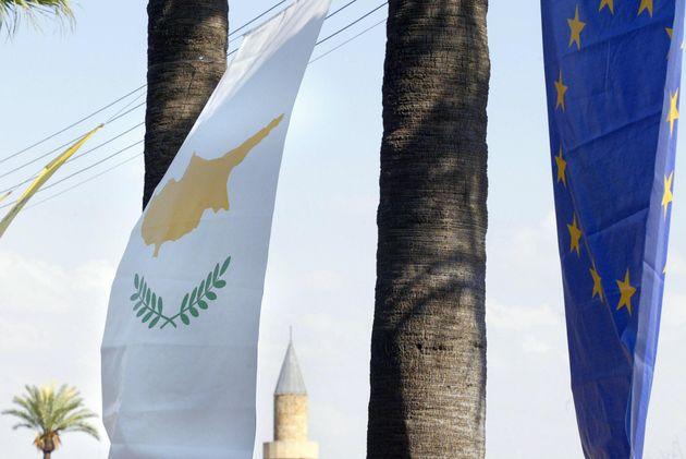Προσοχή! Αν πέσει η Κύπρος, θα πέσει και η Ελλάδα
