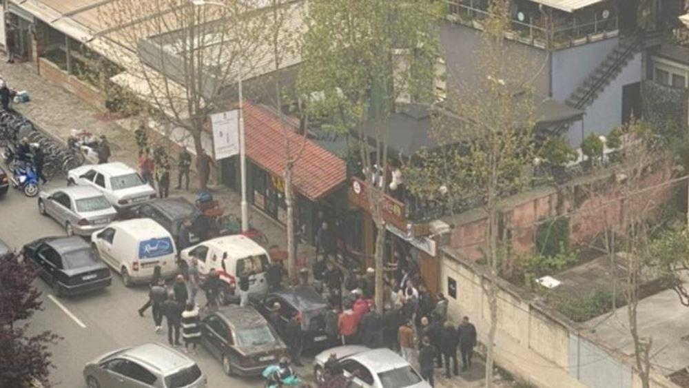 Πέντε τραυματίες από επίθεση με μαχαίρι σε τέμενος στα Τίρανα