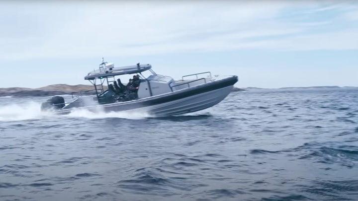 O Αρχηγός ΓΕΕΘΑ δοκίμασε με ΟΥΚάδες το νέο σκάφος των Ειδικών Δυνάμεων