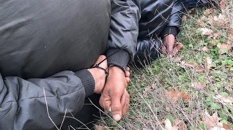 Εβρος: Ξεκίνησε η .. λαθρο – απόβαση; – Χειροπέδες σε 6 διακινητές που έφεραν 19 παράτυπους μετανάστες από το ποτάμι