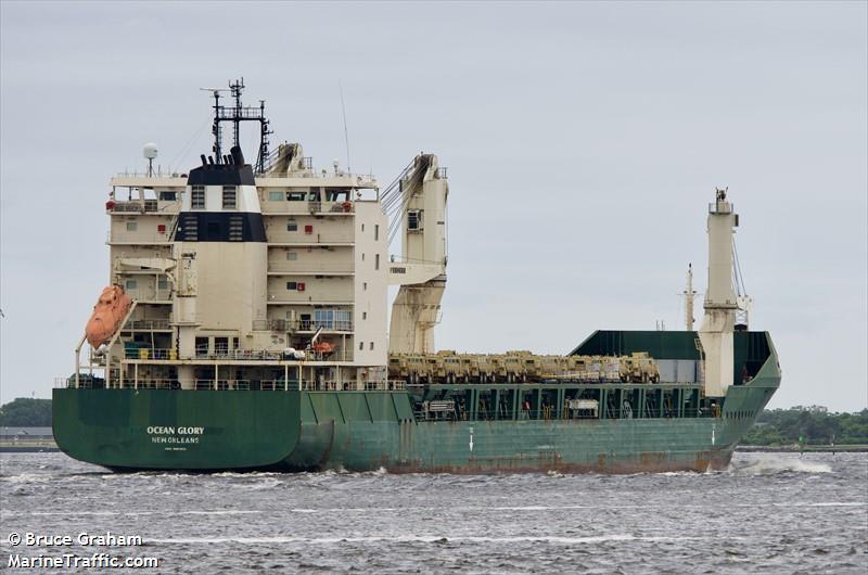 """Κατέπλευσε στο λιμάνι της Αλεξανδρούπολης το """"Ocean Glory"""" των ΗΠΑ"""