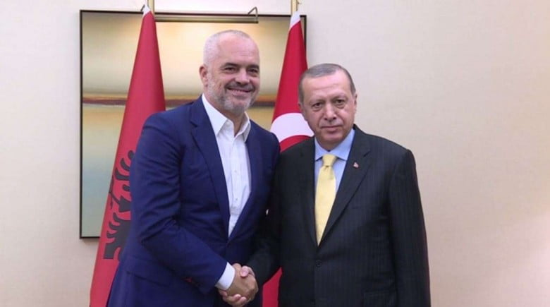 Στην αγκαλιά της Τουρκίας έχει ρίξει την Αλβανία ο Ράμα