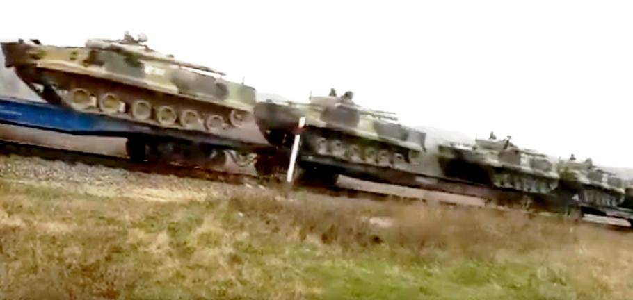 Καθώς τα ρωσικά τανκς κινούνται προς την Ουκρανία, η υδρόγειος ετοιμάζεται για τον 3ο Παγκόσμιο Πόλεμο