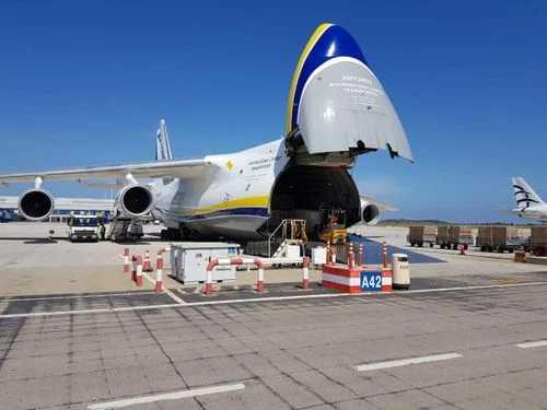 Με γιγαντιαίο μεταγωγικό αεροσκάφος έφτασαν ακόμα 2,5 εκατ. self tests