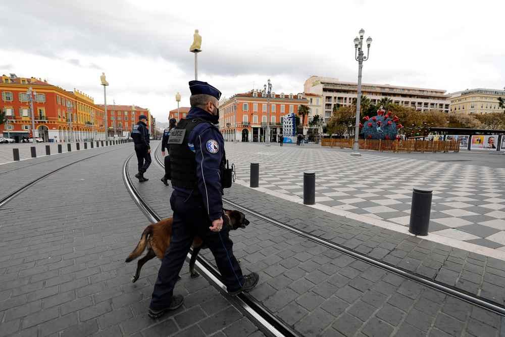 Συναγερμός στη Γαλλία: Συνελήφθησαν πέντε γυναίκες – Μια φέρεται να σχεδίαζε επίθεση σε εκκλησίες