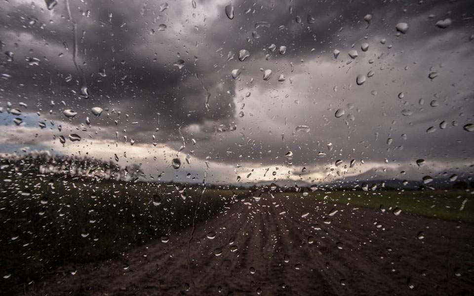 Καιρός: Τοπικές βροχές, ισχυροί άνεμοι και αφρικανική σκόνη