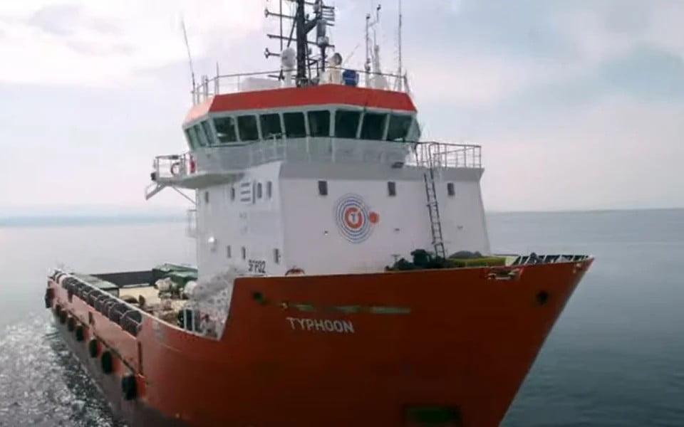 Ο ρόλος του «Τυφώνα»! Ταξιδεύει και καθαρίζει τις απρόσιτες ακτές της Ελλάδας
