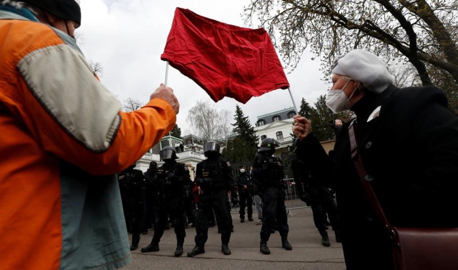 Η Μόσχα απελαύνει 20 Τσέχους διπλωμάτες! Στο πλευρό της Πράγας η Ουάσινγκτον