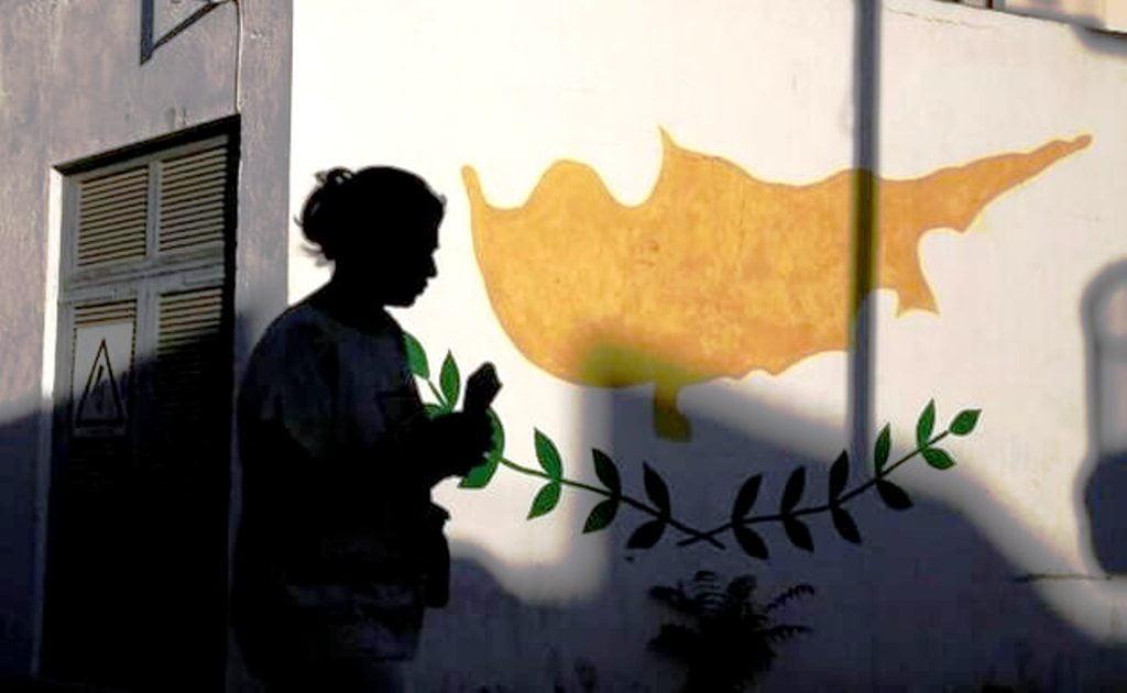 Στην αγχόνη ο κυπριακός λαός με τη στήριξη της Αθήνας