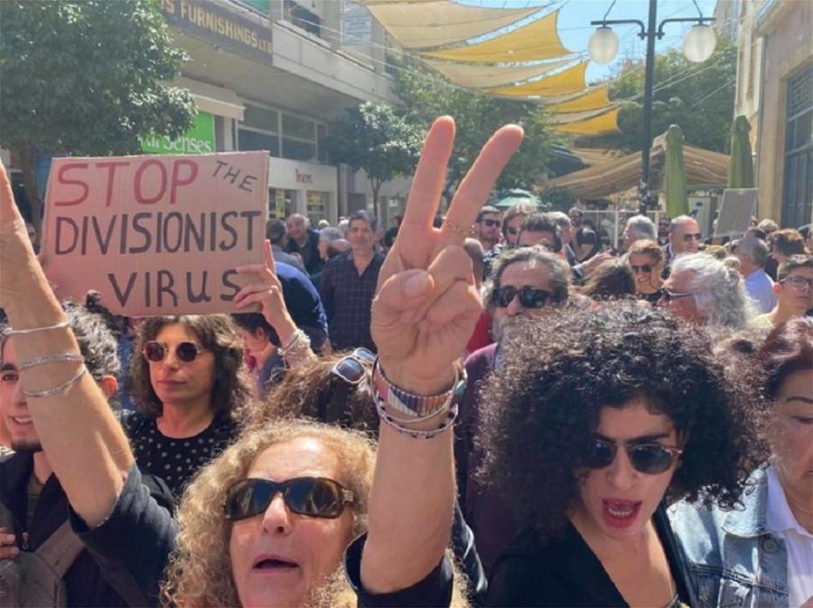 Κύπρος: Οι αρνητές του κορονοϊού και ο νέος εποικισμός με μετανάστες