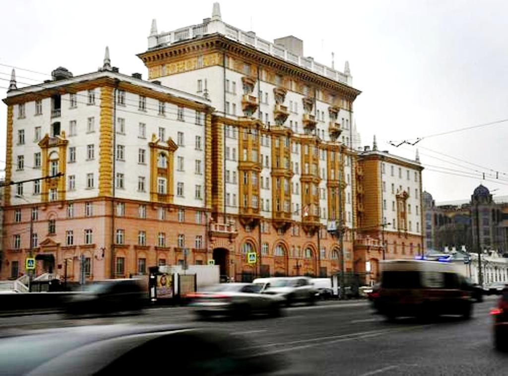 Καμία αποκλιμάκωση. Η Μόσχα Απελαύνει 10 Αμερικανούς Διπλωμάτες και Προαναγγέλλει Πρόσθετα Αντίποινα στις Κυρώσεις των ΗΠΑ