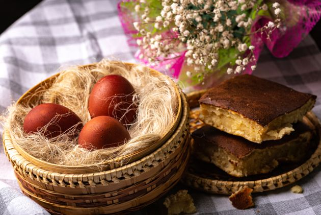 Τα κόκκινα αυγά του Πάσχα, οι αρχαίες ρίζες και τα έθιμα που χάνονται στα βάθη του χρόνου