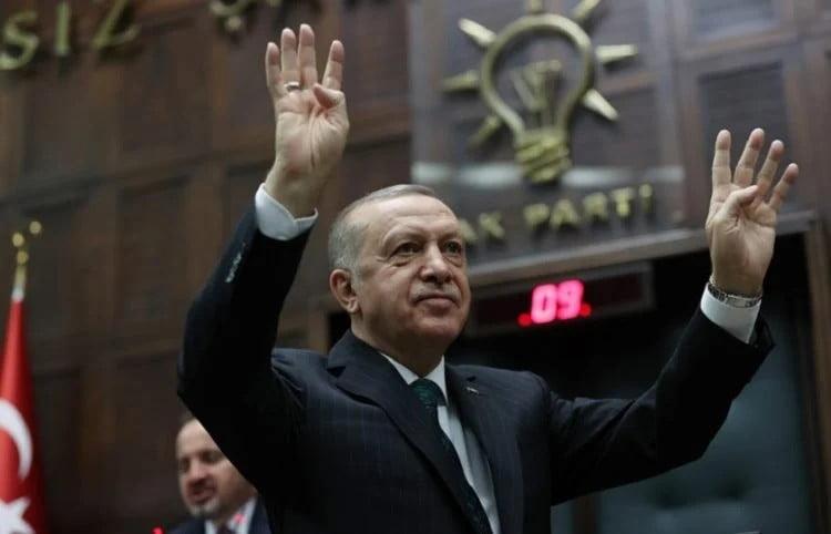 Ραγδαία πτώση της δημοτικότητας του Ερντογάν – Πιέσεις από την αντιπολίτευση