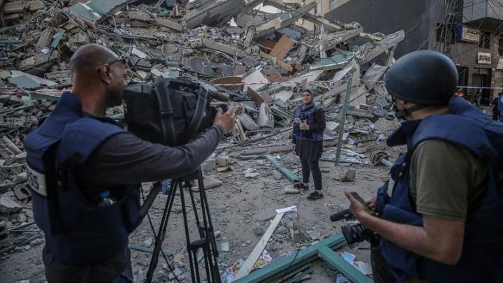 Ισραήλ: Η Ένωση Ανταποκριτών Ξένου Τύπου κατά της βίαιης προσαγωγής ανταποκρίτριας του Αλ Τζαζίρα