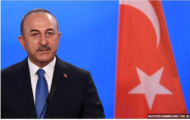 Η Τουρκία προσπαθεί να βελτιώσει τις σχέσεις της με τη Γαλλία – Στο Παρίσι ο Μ. Τσαβούσογλου