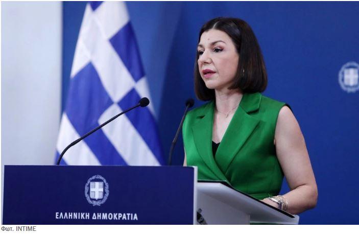 Η κ. Πελώνη καλεί τον Ζάεφ να γίνει καλό παιδί και ο Κατρούγκαλος την κυβέρνηση να συμμαζέψει τα ασυμάζευτα των Πρεσπών