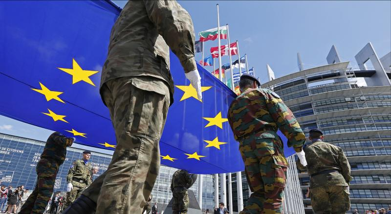 To Στρατιωτικό Ξεστράτισμα της Ευρώπης πέρα από την ΕΕ κρούει τον κώδωνα του κινδύνου