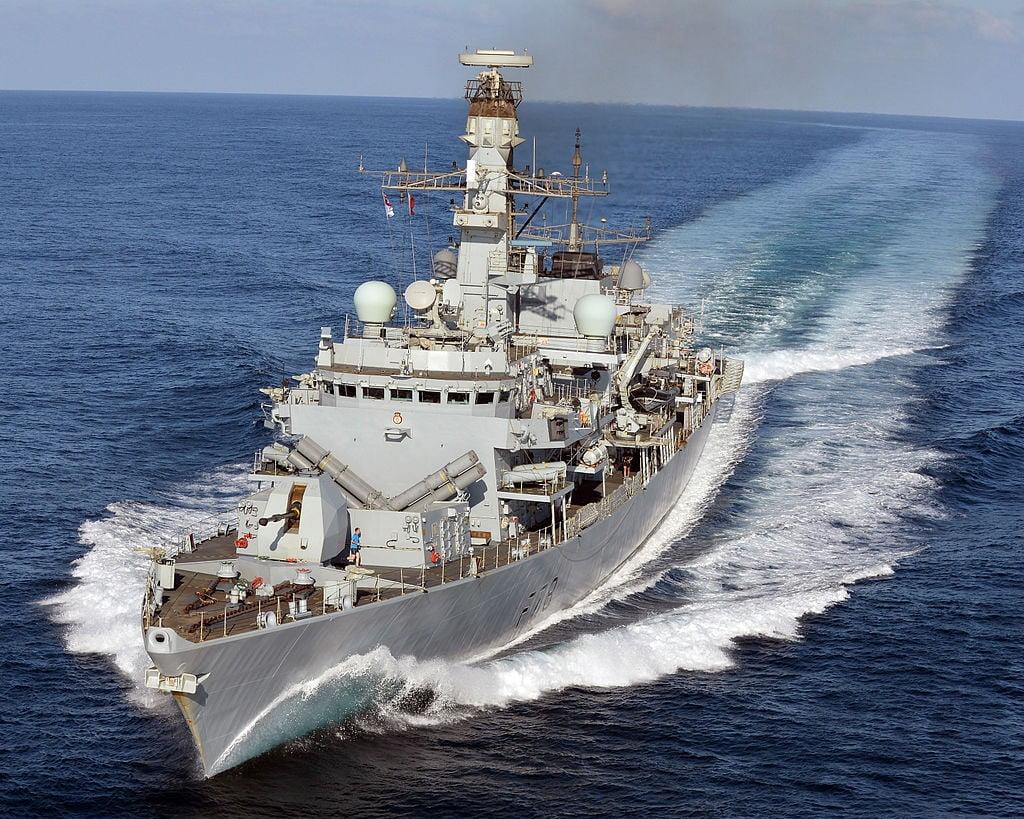 «Ναυμαχία» για τις φρεγάτες: Δυνατά οι Άγγλοι με την Arrowhead 140 – Στον Πειραιά το πλοίο ενδιάμεσης λύσης HMS Kent – Ενδιαφέρον για τα Ελληνικά ναυπηγεία