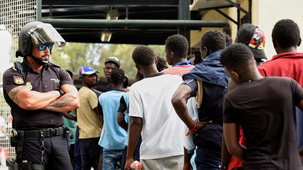Η ΕΕ εξετάζει την εισαγωγή 70 εκατομμυρίων Αφρικανών μέχρι το 2035 αναφέρει ο Γερμανός ευρωβουλευτής Γκούναρ Μπεκ καταγγέλλοντας το καταστροφικό νέο σύμφωνο μετανάστευσης