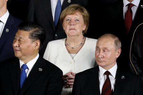 Mέρκελ και Μακρόν Θέλουν Προσέγγιση της Ε Ε με την Ρωσία. Οι Βρετανοί την Υπονομεύουν