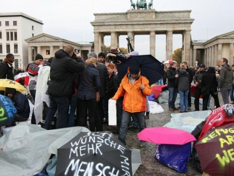 Τι κρύβουν τα παιχνίδια του Βερολίνου με τους μετανάστες;