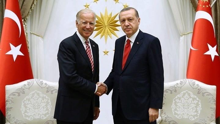 Πού δεν τα βρίσκουν ΗΠΑ – Τουρκία, ενόψει της συνάντησης Μπάιντεν – Ερντογάν