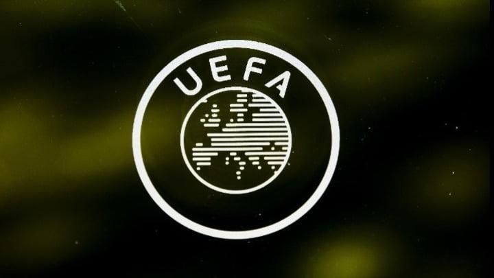 H UEFA απάντησε σε Αυγενάκη-Δένδια πετώντας τη μπάλα στην εξέδρα για τις φανέλες των Σκοπίων!