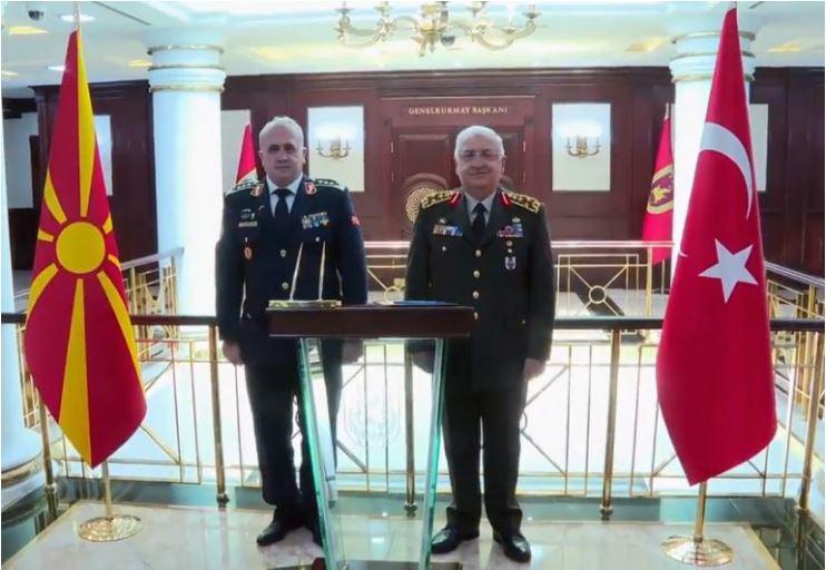 Σκόπια: Ο αρχηγός ΓΕΣ συναντήθηκε με τον αρχηγό του τουρκικού Γενικού Επιτελείου των ΕΔ.