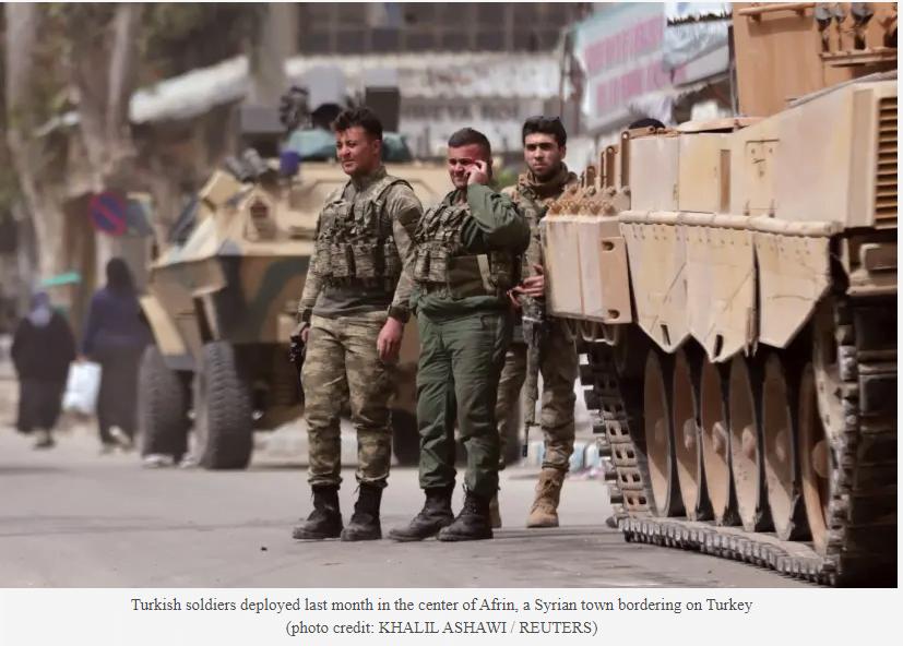"""Νέα εγκλήματα πολέμου της Τουρκίας στο Αφρίν – """"Παιχνίδια"""" με τις σορούς των Κούρδων"""