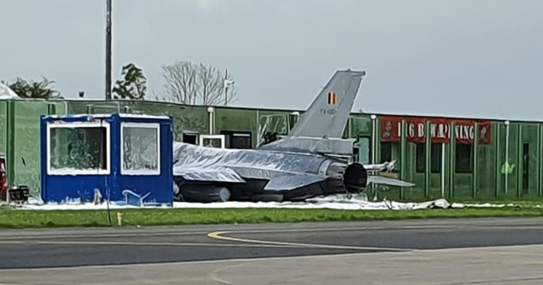 Τρόμος στην Ολλανδία: F-16 συνετρίβη σε κτίριο – Εκτινάχθηκε ο πιλότος (φωτό, βίντεο)