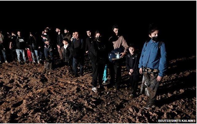 """Λευκορωσία Ο """"κακός"""" Λουκασένκο έστειλε πίσω στο Ιράκ 370 Ιρακινούς – Ο """"καλός"""" Ερντογάν μας στέλνει χιλιάδες"""