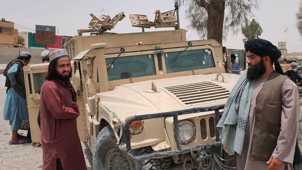 Φημολογίες για παράδοση εκατοντάδων Αφγανών στρατιωτών στους Ταλιμπάν έξω από το Kunduz
