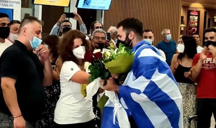 Θοδωρής Ιακωβίδης: Ο αρσιβαρίστας που έκανε όλη την Ελλάδα να δακρύσει επέστρεψε από το Τόκιο