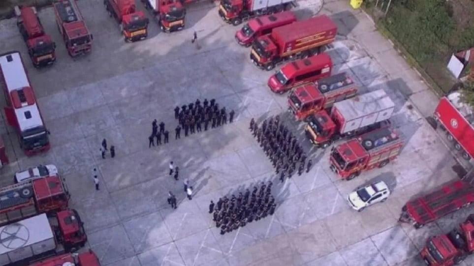 Φωτιές: Η viral ανάρτηση για τους Ρουμάνους πυροσβέστες – «Τους κοιτάμε με δέος»