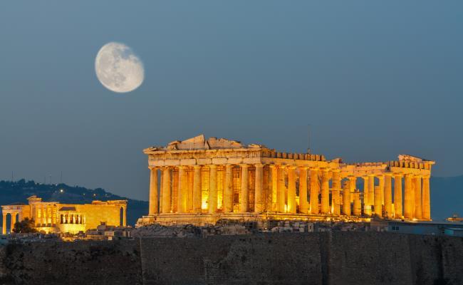 Το πνεύμα του Αριστοφάνη ζωντανεύει τη Δευτέρα, υπό το φως της Ακρόπολης, από τον Αλέξανδρο Χάχαλη