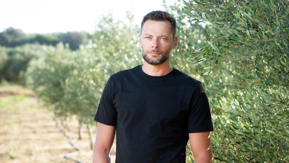 Ο βετεράνος Έλληνας διεθνής τερματοφύλακας, Αλέξανδρος Τζόρβας σταμάτησε στα 32 του και καλλιεργεί ελιές και αμπέλια!