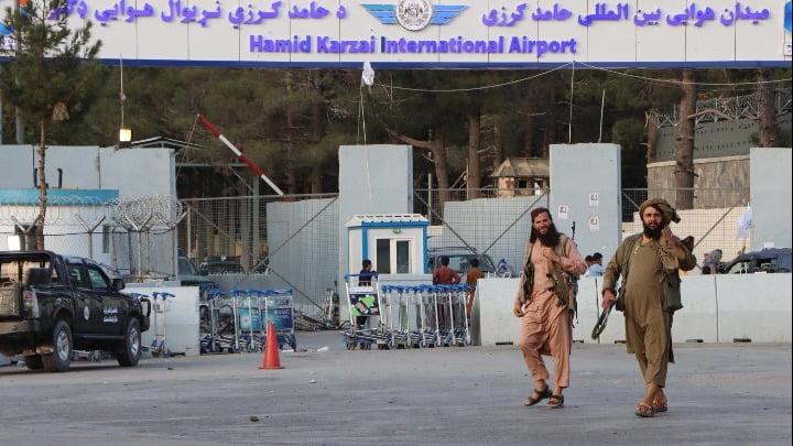 Αφγανιστάν: Η Ουάσινγκτον προειδοποιεί για νέα επίθεση από τον ISIS – Ζώνη ασφαλείας στην Καμπούλ ζητούν Γαλλία-Βρετανία
