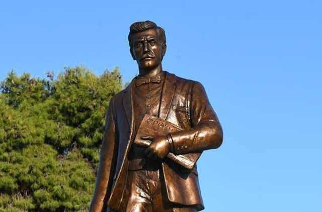 Το αποκαλυπτήρια του μνημείου του Νίκου Καπετανίδη σηματοδοτούν την εκκίνηση της ανάπλασης του Μητροπολιτικού Πάρκου Παύλου Μελά!