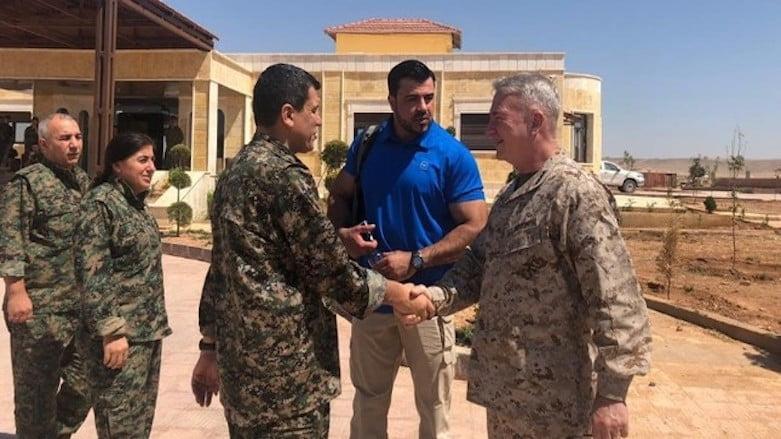 Ο στρατηγός ΜακΚένζι στη Ροζάβα: Οι ΗΠΑ θα συνεχίσουν τη στήριξη στους SDF