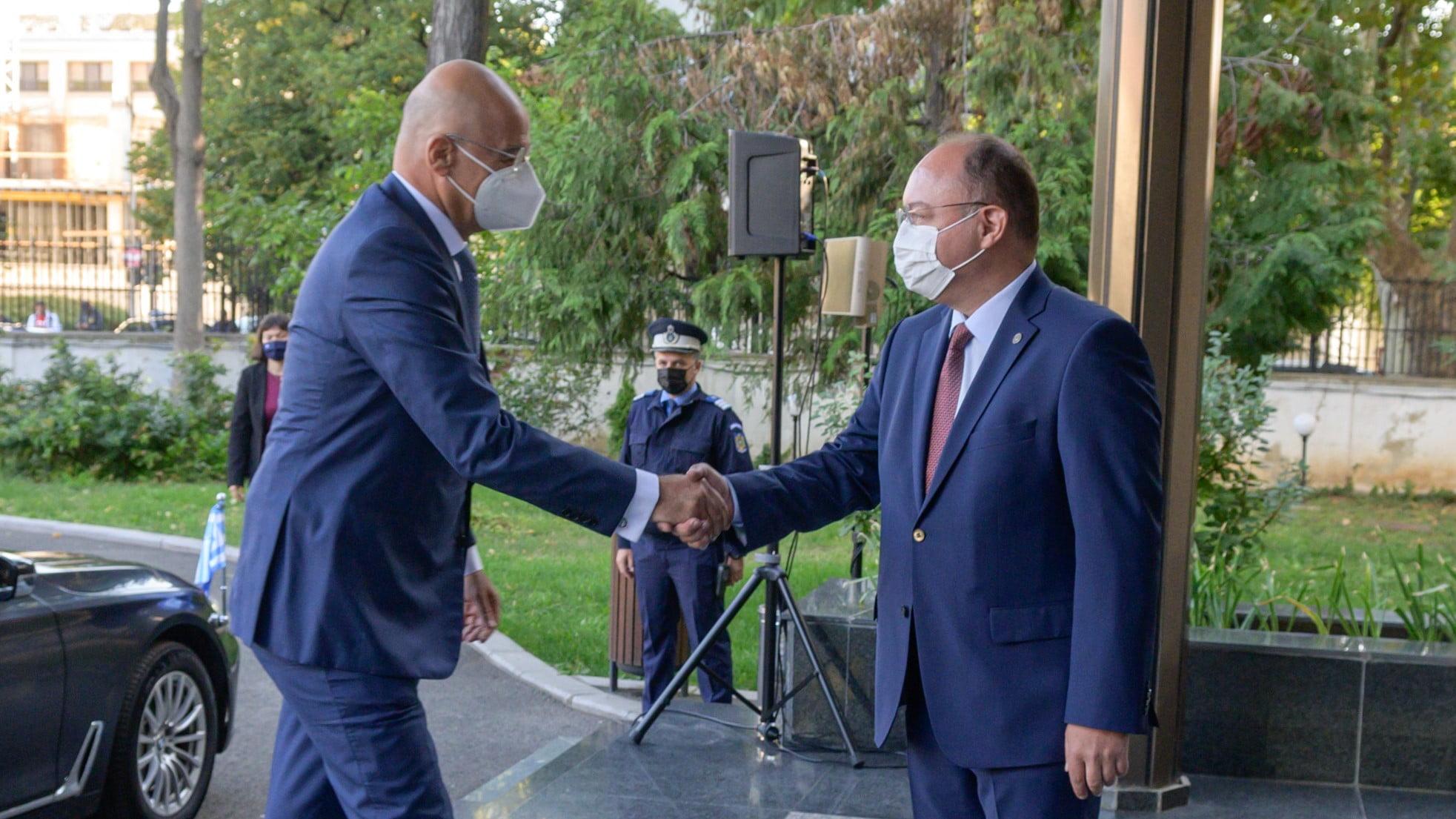 Νίκος Δένδιας από το Βουκουρέστι: Δεν θα επιτρέψουμε την εργαλειοποίηση του μεταναστευτικού