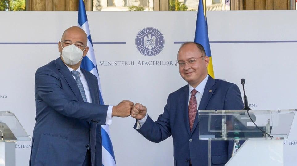 Δένδιας από Ρουμανία: Δεν θα επιτρέψουμε εργαλειοποίηση του μεταναστευτικού