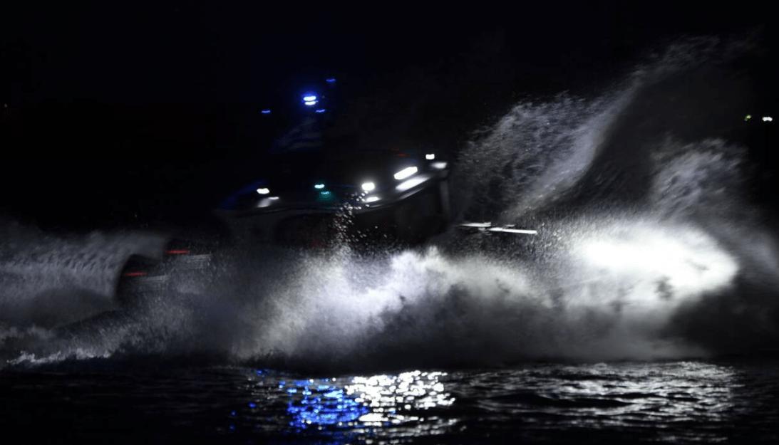 Στο «κόκκινο» η ένταση με την Τουρκία: Επεισόδιο τη νύχτα στο Φαρμακονήσι – Τούρκοι σημάδεψαν με τα όπλα τους ελληνικό σκάφος – Μπαράζ παραβιάσεων και «ηλεκτρονικός» πόλεμος