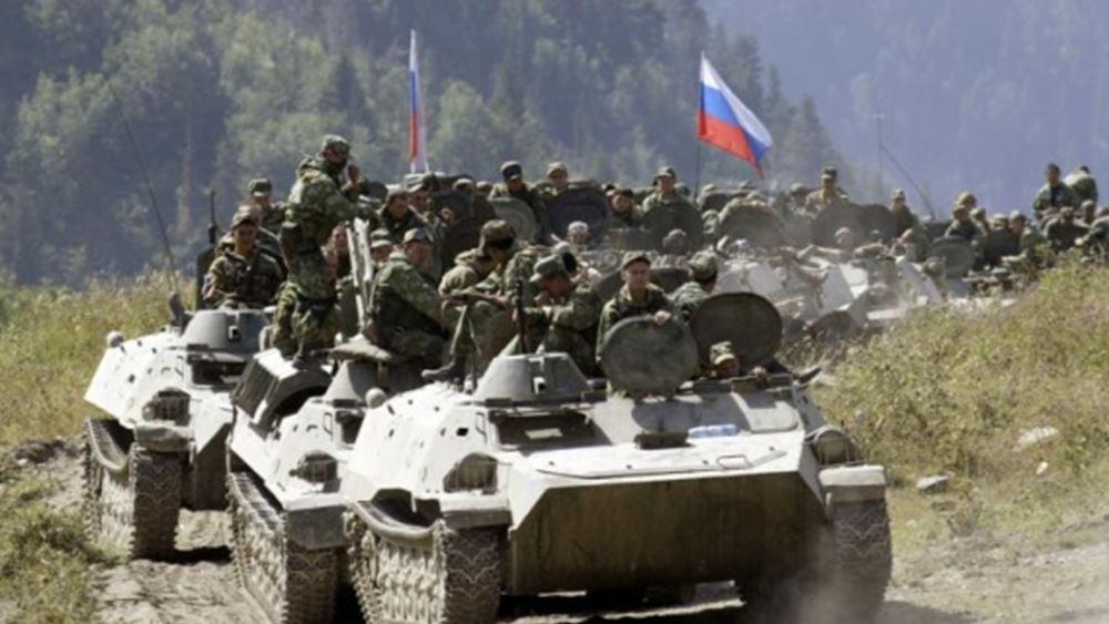 Ρωσία: Η Μόσχα στέλνει τεθωρακισμένα οχήματα και στρατιωτικό εξοπλισμό στο Τατζικιστάν που συνορεύει με το Αφγανιστάν