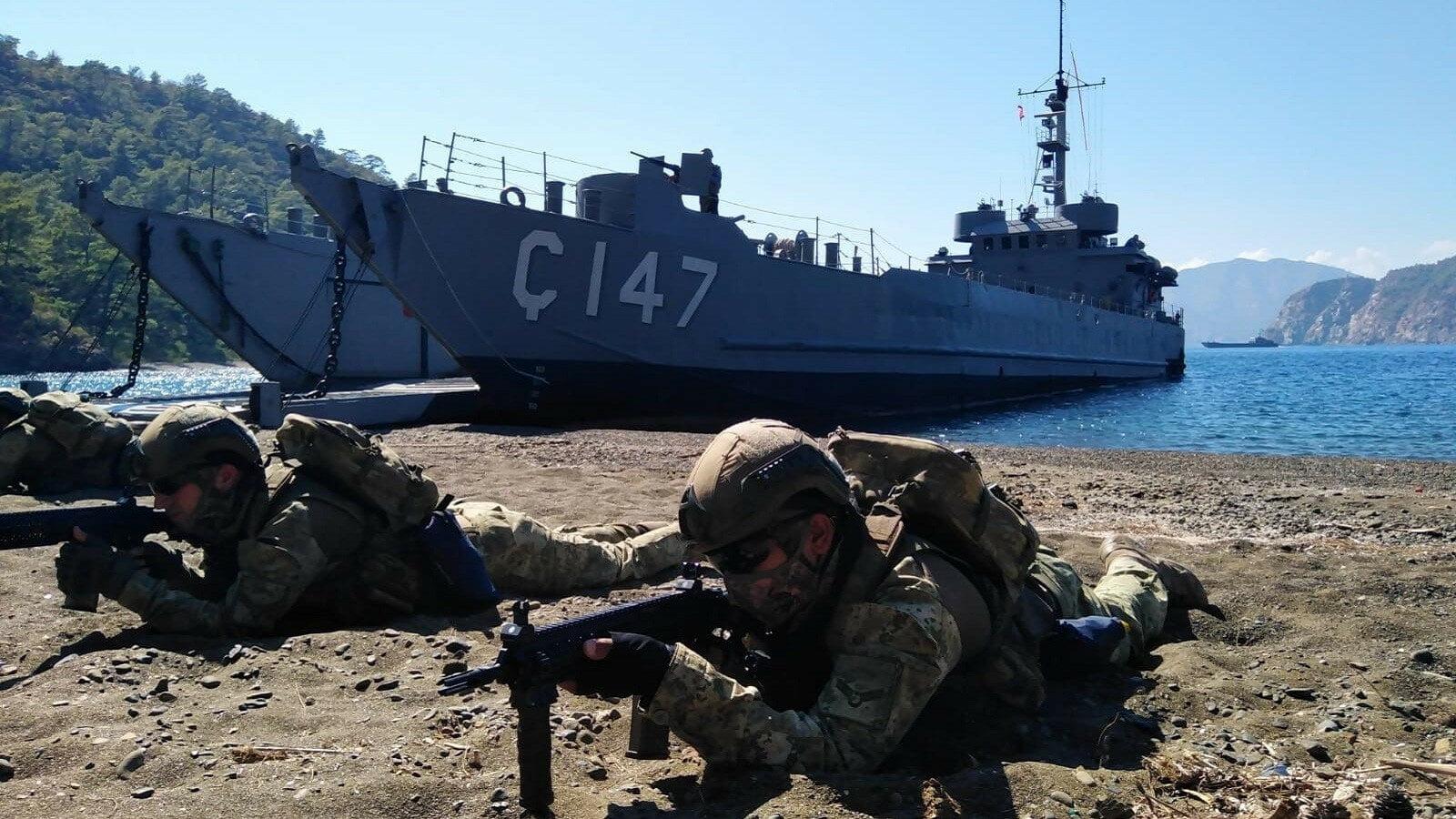Η Τουρκία πραγματοποίησε Στρατιωτικές Ασκήσεις αποβατικού χαρακτήρα στον κόλπο της Σμύρνης! Προκαλεί φόβο στον εχθρό, λέει η Yeni Safak