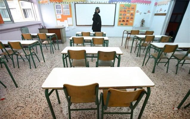 Επιστροφή στα σχολεία υπό τη σκιά της «Δέλτα»