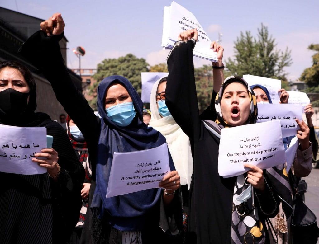 Ταλιμπάν – «Δεν θα έχουν άλλη επιλογή από το να ακούσουν τις γυναίκες» λέει Αφγανή ακτιβίστρια